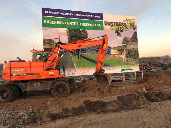 De eerste schop in de grond bij Business Centre Treeport